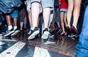 Quem não pula, quer aumento, era um dos gritos dos jovens que aderiram à massa