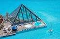 San Alfonso del Mar, ChileSan Alfonso detém o recorde atual do Guinness de maior piscina do mundo. Ela possui uma extensão de mais de um quilômetro de comprimento, oito hectares e 250 milhões de litros de água