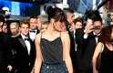 Milla Jovovich chamou atenção ao exibir sua magreza na première de 'Cleópatra' na 66ª edição do Festival de Cannes, na França, nessa terça-feira (21)