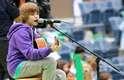 Nascido em 1994, Justin Bieber brincava de imitar seus ídolos e postava vídeos amadores no Youtube. Apesar disso, sonhava em ser jogador de hóquei ou arquiteto, mas acabou se transformando e um dos nomes da música pop atual