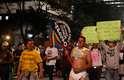 Manifestante protesta fantasiado contra os impostos cobrados, na avenida Paulista, em São Paulo
