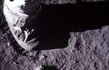 Parte da perna de Buzz Aldrin foi fotografada deixando uma pegada na superfície lunar durante a missão Apollo 11