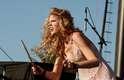 Taylor Swift já lançou quatro álbuns, vendeu mais de 22 milhões de cópias e é uma das mais bem sucedidas cantoras da atualidade. Além disso, coleciona relacionamentos com famosos