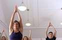 Força e focoSe você é um atleta, a ioga fará com que você fique mais forte e mais flexível. Ela ajuda a fortalecer as articulações, prevenindo ferimentos. Ela também irá ajustar o seu foco e a propriocepção, que é o senso da força e do movimento no espaço