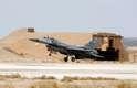 Avião americano F-16 decolando de base aérea em Azraq, na Jordânia