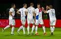 Van Persie fez dois gols, e Holanda também se garantiu no Mundial do Brasil após bater Andorra