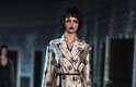 Look da coleção inverno 2013 da Louis Vuitton com look que resgata elegância de décadas passadas, características que marcou trabalho de Marc Jacobs à frente da grife francesa