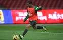 Lucas foi testado por Felipão no time titular em treino