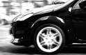 Fique atento aos buracos das ruas e estradas. Dependendo do tamanho, um buraco é capaz de cortar ou fazer o pneu estourar