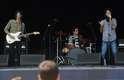 O público presente em frente ao Palco Smirnoff se estirava sob o forte sol quando o trio The Muddy Brothers fez soar os primeiros acordes de seu show no Planeta Terra 2013, neste sábado