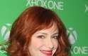A atriz Christina Hendricks prestigiou lançamento do Xbox One nos Estados Unidos