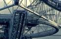 A enorme estrutura de metal foi usada como cenário do filme 007 contra GoldenEye, de 1995
