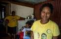 As irmãs Faith e Fortune Motlana, de 25 anos, chegaram a Alexandra há 11 anos. Vieram do interior com os pais, que buscavam uma oportunidade de emprego. Hoje, elas cursam a universidade e têm poucas reclamações sobre o local
