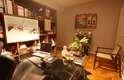Todos os móveis vieram do antigo apartamento do cliente, que morava em São José do Rio Preto, no interior de São Paulo. Coube ao arquiteto cuidar da melhor disposição e complementar o visual com objetos decorativos e obras de arte