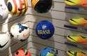 Durante a Olimpíada de Inverno de 2014, em Sochi, lojas especializadas em esporte dedicam atenções principalmente a esportes como o hóquei no gelo. O futebol, secundário, compete com tênis de corrida e camisetas de malha