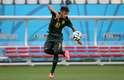 A Seleção Brasileira fez o treino de reconhecimento na Arena Corinthians, na tarde desta quarta-feira; jogador Neymar ensaiou passes depois da coletiva concedida ao lado do técnico Luiz Felipe Scolari