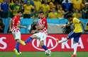 Neymar avança pelo meio, chuta de perna esquerda, a bola vai à trave e entra, empatando o placar na estreia da Seleção Brasileira na Copa e marcando a reação brasileira na vitória de 3 a 1