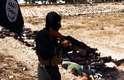 Os jihadistas indicam na legenda de uma das fotos que executaram centenas de soldados. Nas fotos analisadas pela AFP, aparecem dezenas de cadáveres