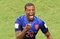 Georginio Wijnaldum comemora ao marcar o terceiro gol da Holanda contra o Brasil