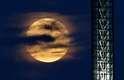 A Superlua ocorre quando coincidem o perigeu (período em que nosso satélite natural está mais próximo da Terra) e a Lua Cheia. Em Portland (EUA), as nuvens quase atrapalharam a vista