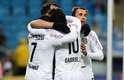 Jogadores do Santos comemoram primeiro gol marcado por David Braz