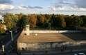 No memorial, na rua Bernauer, uma torre de controle foi reconstruída para mostrar a dimensão do muro