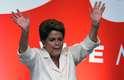 Dilma Rousseff, reeleita presidente da República nas eleições deste domingo (26), faz seu primeiro discurso após a divulgação das votações. Ao lado do ex-presidente Lula e de seu Vice, Michel Temer, Dilma falou sobre união do País e sua intenção de fazer uma gestão pacífica e politicamente madura