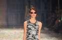 A Ellus 2nd Floor encerrou a 39ª edição do São Paulo Fashion Week com clima de parque de diversões em uma coleção inspirada no Coney Island, em Nova York. Cores vibrantes, listras, vestidos fluidos, pantalonas, jeans lavado e sandália de borracha marcaram o desfile
