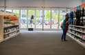 Loja ficou vazia em muitos momentos no dia da inauguração