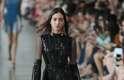 Influências portuguesas dominam desfile de Reinaldo Lourenço no São Paulo Fashion Week