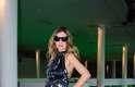A jornalista Clarissa Wagner, 29, usa look de Reinaldo Lourenço, sapato Pedro Lourenço e bolsa Chanel