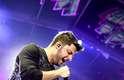 Na internet, o sucesso, mas também a postura dele dentro e fora do palco, ainda rendem elogios ao cantor