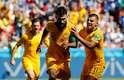 Jogadores australianos festejam empate em Kazan
