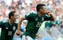 Lozano comemora o gol do México: 1 a 0