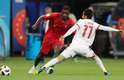 Carvalho e Amiri disputam a bola