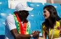 Torcedores de Senegal e Colômbia se cumprimentam na arquibancada