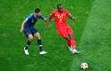 Lukaku é marcado por Varane