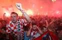 Os croatas comemoram em Zagreb, capital do país, a classificação para a final da Copa do Mundo