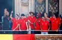 Multidão celebrou o terceiro lugar da Bélgica na Copa do Mundo, melhor participação da história do time; jogadores como Lukaku, De Bruyne, Kompany e Hazard ainda foram recebidos pelo rei do país
