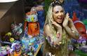 Carla Perez abusa do brilho para look de apresentação em carnaval baiano