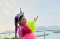 Thaynara OG desfila sua beleza e simpatia vestida de Preta Gil