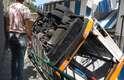 Micro-ônibus caiu em ribanceira e deixou 28 feridos