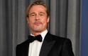Atriz Ana de la Reguera afirmou que o ator Brad Pitttem mau hálito e que chegou a oferecer um chiclete em uma ocasião. Tenso