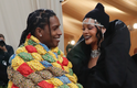 Rihanna e o namorado ASAP Rocky adotaram looks confortáveis