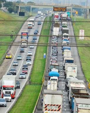São Paulo tem rodovias congestionadas no retorno do feriado