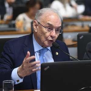 Senador Arolde de Oliveira morre aos 83 anos de covid-19