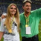 Renato comemora título do Grêmio com nova invasão de filha