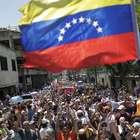 """Opositores marchan por """"la verdad"""", oficialistas por """"apoyo"""""""
