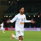 Especulado no Cruzeiro, Ronaldinho vibra: