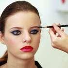 Mundial: make elegante inclui olho azul e dois tons de batom